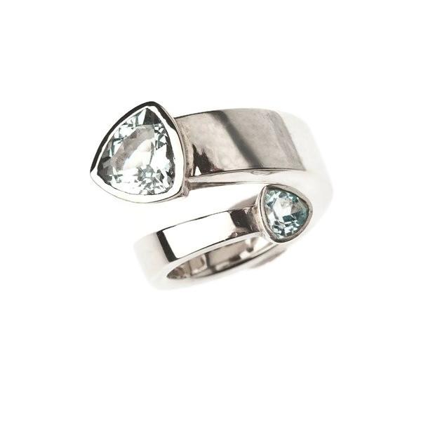 Single coil aquamarine ring